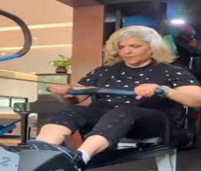 64 વર્ષની ઉંમરે પણ પ્રેરણાસ્ત્રોત છે ઋતિક રોશનની માતા, વર્કઆઉટનો VIDEO વાયરલ