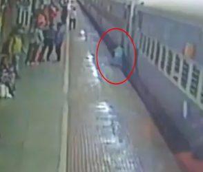 ચાલુ ટ્રેને ચઢવાના શોખીનો ચેતી જજો, શ્વાસ અધ્ધર કરી દે તેવો VIDEO