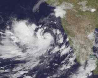 110 KMની ઝડપે ગુજરાત તરફ આવી રહ્યું છે 'વાયુ' વાવાઝોડું, જુઓ LIVE TRACKER