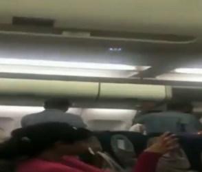 VIDEO: ફ્લાઈટ શરૂ થાય એ પહેલાં જ મુસાફરોને નીચે ઉતાર્યા, લોકોએ ખરી-ખોટી સંભળાવી