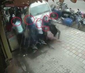 બેકાબૂ કારે ફૂટપાથ પર ઉભેલા લોકોને હવામાં ફંગોળતો ડરામણો Video આવ્યો સામે