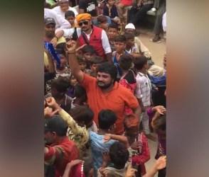 કચ્છમાં મેળામાં નાના બાળકો સાથે નાચતાં યુવકે હવામાં 6 રાઉન્ડ ફાયરિંગ કર્યું, જુઓ વાઈરલ થયેલો આ Video