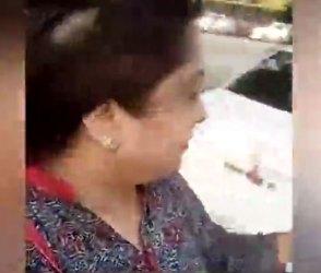 યુવતીએ એવો દેકારો મચાવ્યો કે ફફડી ઉઠ્યો પોલીસકર્મી અને સાથી પોલીસકર્મીને જ…Video
