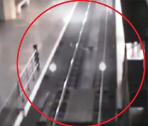 'ભુતિયા ટ્રેન'નો લાઈવ વીડિયો CCTVમાં કેદ, અચાનક ઘટના જોતાં જ રેલવે તંત્ર દોડતું થયું!