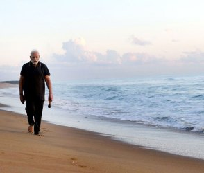 …જ્યારે PM મોદીએ દરિયાકિનારે ખુલ્લા પગે કચરો વીણીને કરી સફાઇ, વીડિયો વાયુવેગે વાયરલ