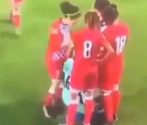 VIDEO: મહિલા ફૂટબોલ ખેલાડીનું રમત દરમિયાન ઉતરી ગયું હિજાબ, તો સામેની ટીમે એવું કર્યું કે….
