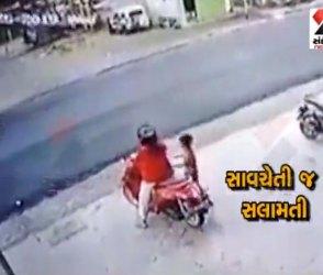ટુવ્હીલર પર નાના બાળકને લઇ નિકળતી મહિલાઓ સાવધાન, જુઓ હ્રદયદ્રાવક Video