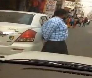 ભૂલથી પણ ન રોકવો પંજાબીઓનો રસ્તો, બાહુબલીની જેમ ઉચકી લીધી કાર – Video
