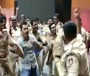 VIDEO: તણાવને ઊભી પૂંછડીએ ભગાડવા માટે 750 પોલીસ કર્મચારીઓએ જબરો પ્લાન બનાવ્યો!