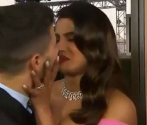 Video : કોરોનાના કારણે બેડરૂમમાં ભરાયેલી પ્રિયંકા પતિ નિક સાથે આવી રીતે કરે છે રોમાંસ