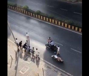 Video : લોકડાઉનમાં પણ બહાર નિકળવું પડ્યું ભારે, પોલીસે મુરઘા બનાવ્યા અને…