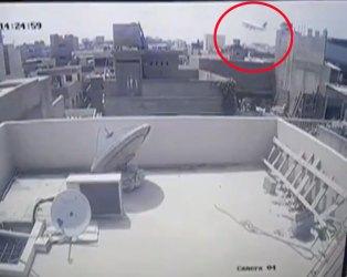કરાંચી પ્લેન ક્રેસ પહેલાનો ભયંકર વીડિયો આવ્યો સામે, CCTV ફૂટેજમાં કેદ થઈ આખી ઘટના