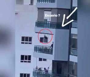 80 ફૂટની ઊંચાઈએ બાલ્કનીમાં પિતાએ દીકરીને મોજથી ઝૂલાવી, વીડિયો જોઈ લોકોએ મનફાવે તેવી સંભળાવી
