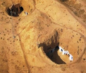 ધરતીનું એ 'પાતાળ લોક' જ્યાં જમીનની નીચે રહે છે લોકો, કારણ છે અજીબ