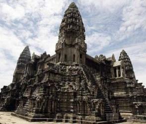 દુનિયાનું સૌથી મોટું હિન્દુ મંદિર, જ્યાં રાજા સૂર્યવર્મને હિન્દુ દેવી-દેવતાઓ સાથે નિકટતા વધારી…