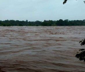 બે કાંઠે વહેતી નદી પાર કરવી ભારે પડ્યું, જોત જોતામાં 3 યુવાનો થયા પાણીમાં ગરકાવ