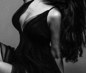 ફિલ્મ ઈન્ડસ્ટ્રીથી દુર રહીને સોશિયલ મીડિયા પર રાજ કરતી અભિનેત્રીના બોલ્ડ PHOTOS વાયરલ