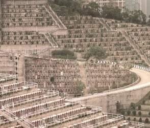 PHOTOS: દુનિયાનું સૌથી અનોખું કબ્રસ્તાન, અહીંયા મૃતદેહ દફનાવવા માટે ખરીદવી પડે છે કરોડોની જમીન