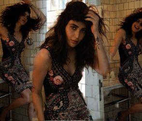 ટીવી અભિનેત્રી કરિશ્મા તન્નાએ ફરી ગ્લેમરસ ફોટો દ્વારા લોકોના જીતી લીધા દિલ, જુઓ PHOTOS