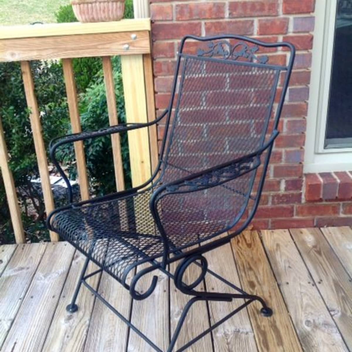 to paint a vintage wrought iron chair