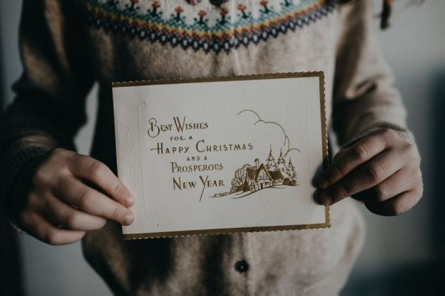 What to Write in Christmas Cards and Holiday Letters to Friends