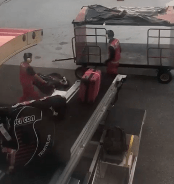AirAsia Apologises After Video Of KLIA2 Baggage Handlers