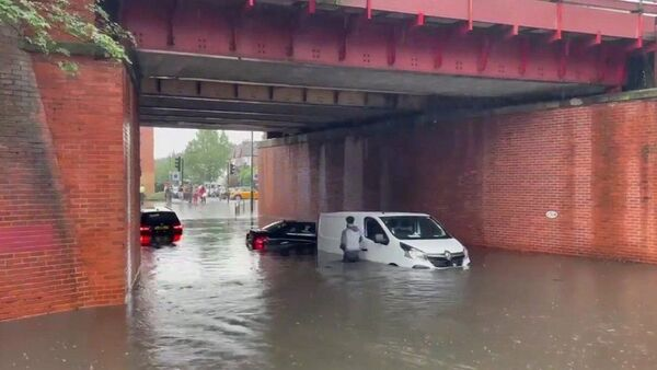 Flash floods: Parts of London receive a month of rain in one day - BBC News