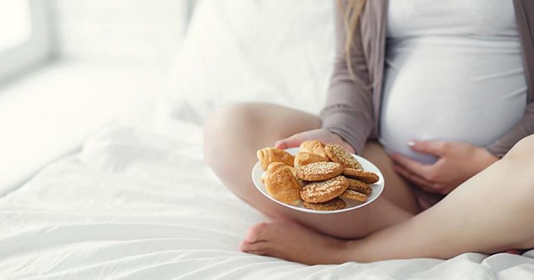 wide-pregnant-woman-eating.jpg