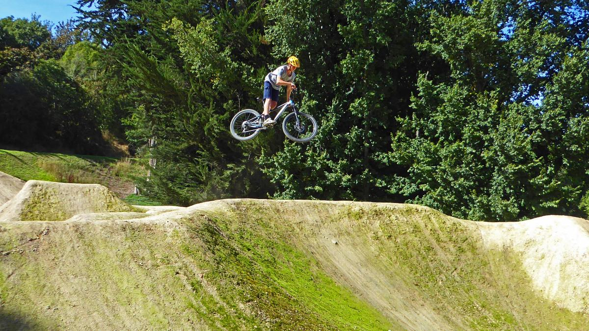 Centennial Park Mountain Bike Trail in Timaru. New Zealand    SINGLETRACKS.COM