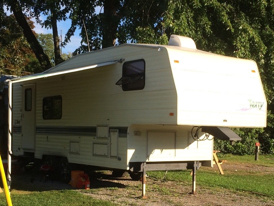 26 Fifth Wheel Travel Trailer with Hitch in Penticton BC