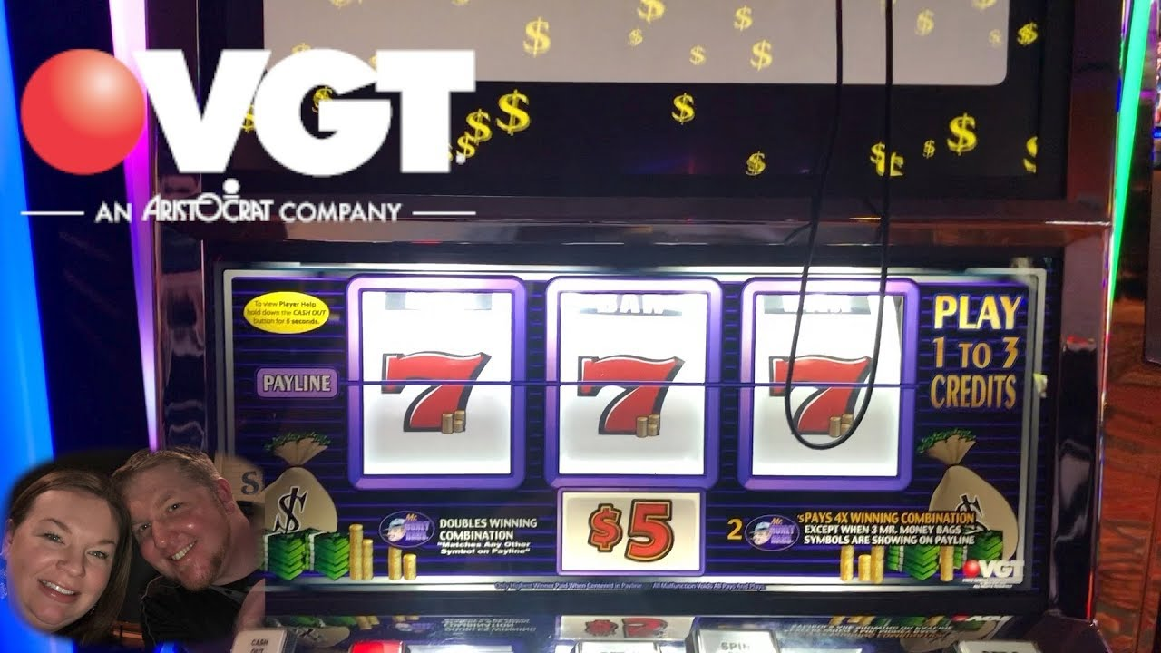 Slot machine screens