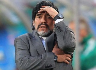 maradona3 420x0 Maradona steals show from Pope
