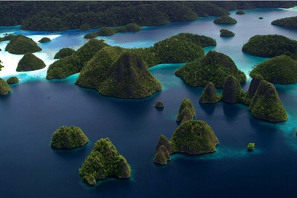Wayag Island is one of the islands within the Raja Ampat district in the province of West Papua. The island is known for its beautiful atolls and amazing underwater life covering a total area of 155,000 hectares.