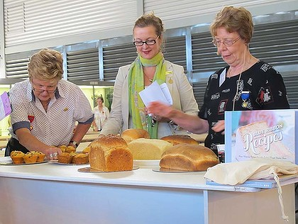Jan Boon (far right) judges the bread.