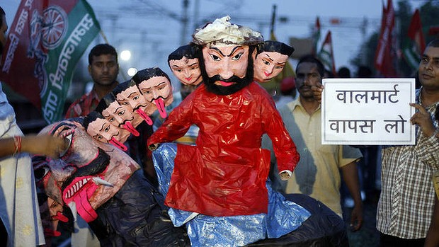 Activists hold an effigy representing Indian Prime Minister Manmohan Singh and his cabinet colleagues.