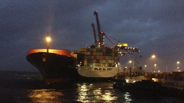 The Hapag-Lloyd vessel Kiel Express swings around to collide side-on with the Safmarine Makutu.