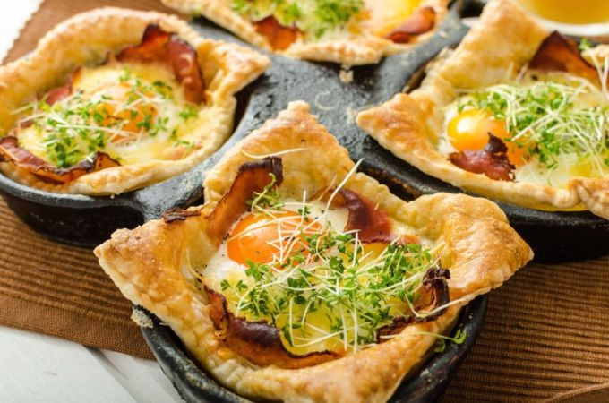 "puff pastry-filled-with-egg-ham ""width ="" 676 ""height ="" 447 ""/> </p data-recalc-dims="