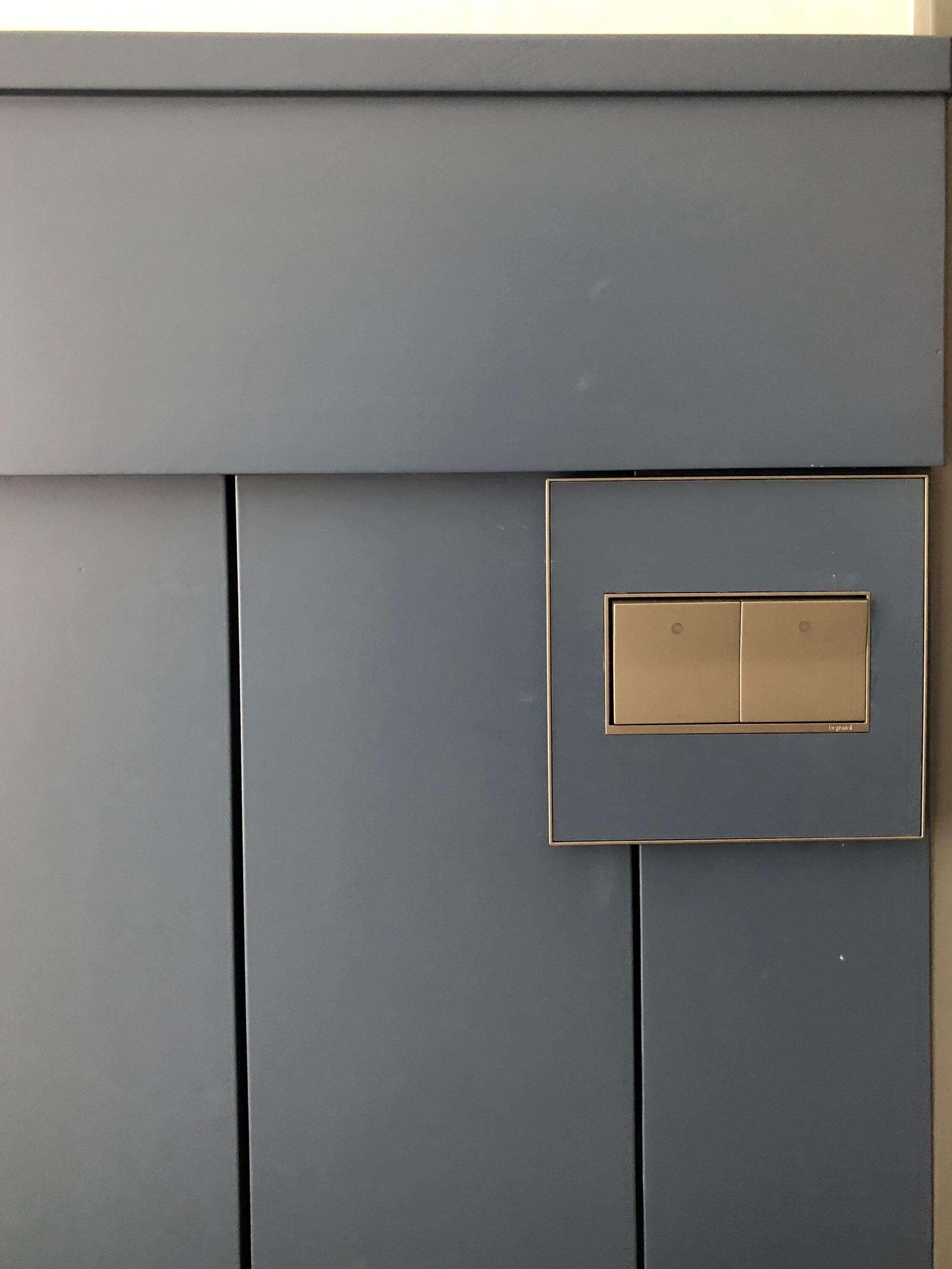light switches on backsplashes