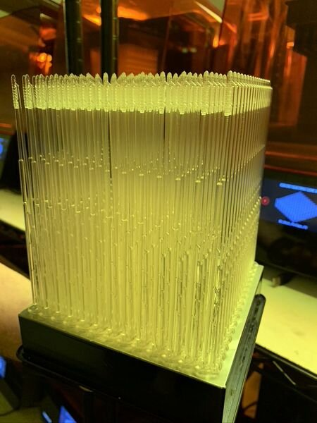 Full build plate of COVID-19 test swabs [Source: Formlabs]