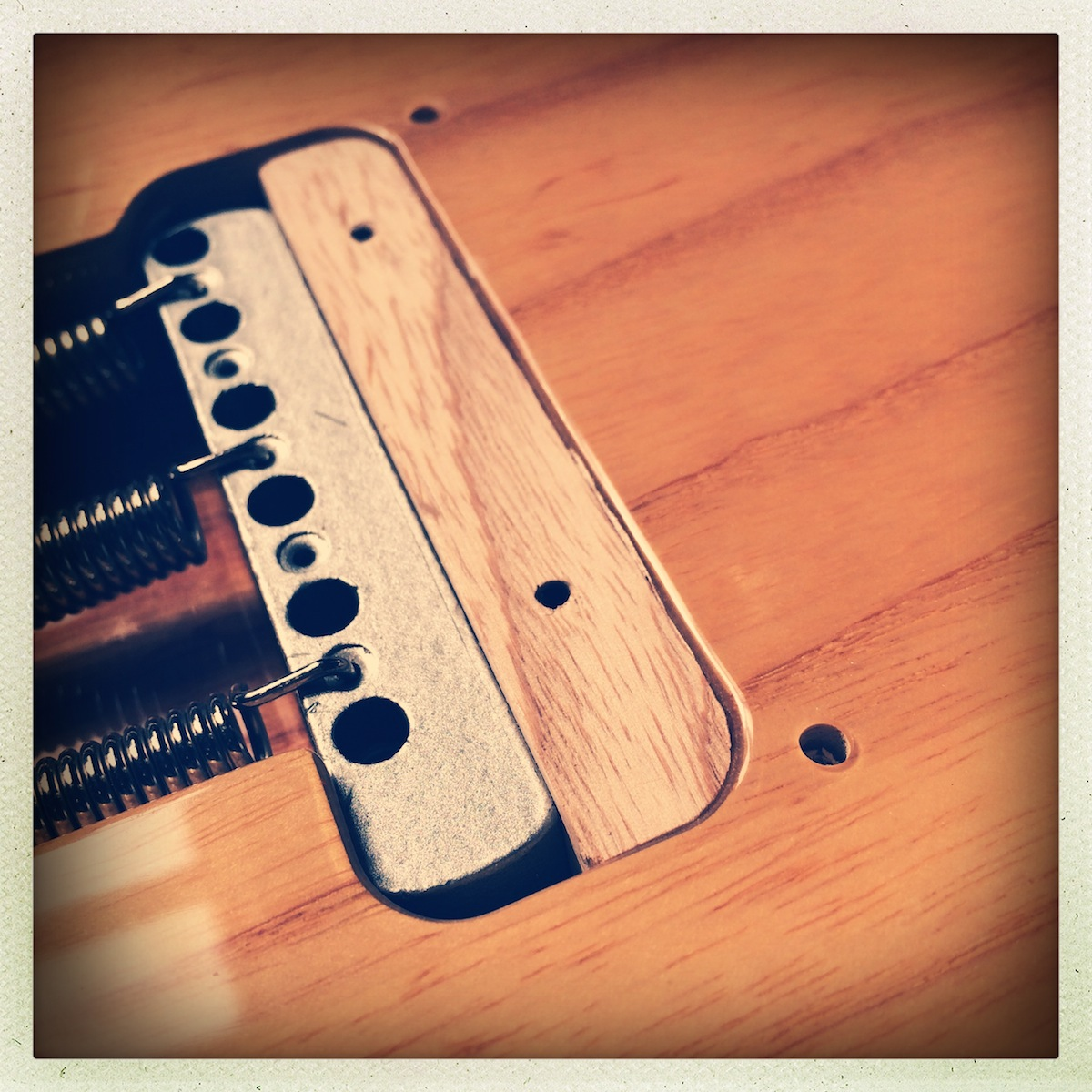 blocking a tremolo bridge