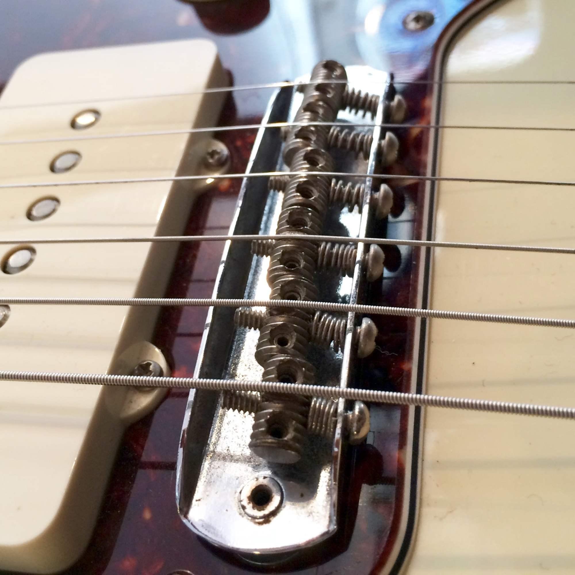 hight resolution of jazzmaster jaguar bridge intonation by adjusting screws at rear
