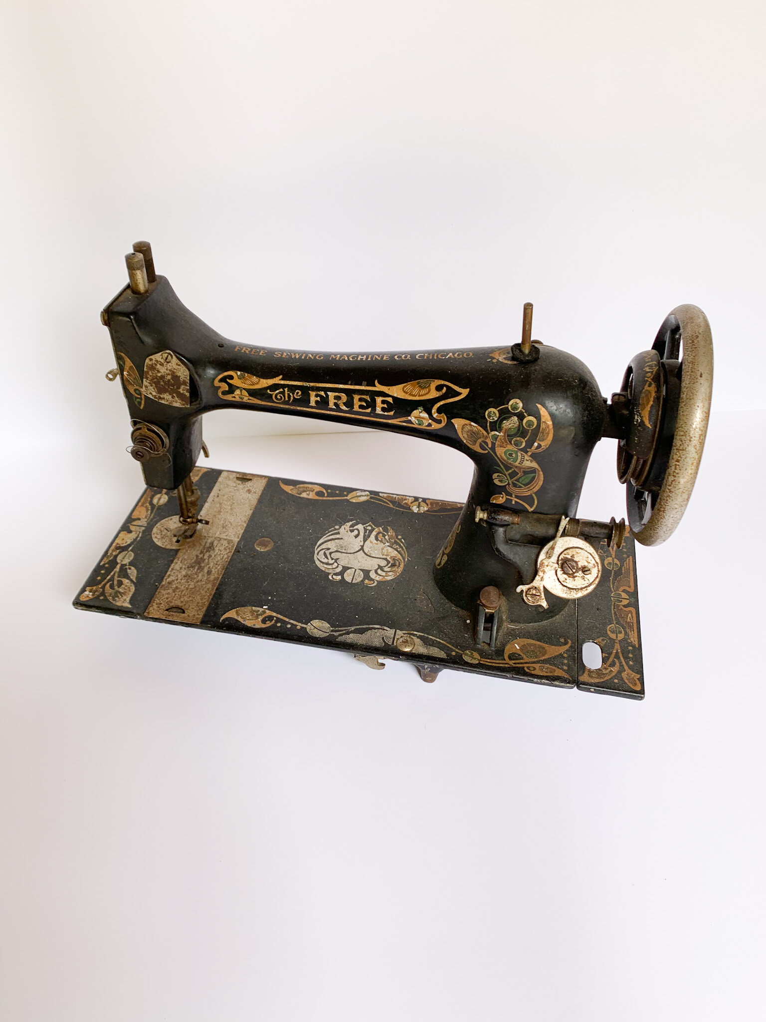 Free Sewing Machine : sewing, machine, Vintage, Sewing, Machine, Chicago, Heirloomed, Linen, Aprons,, Tabletop, Meaningful, Gifts