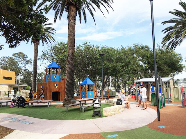 Berry Reserve Playground with nearby Tramshed Café - Photo Credit: @busycitykids
