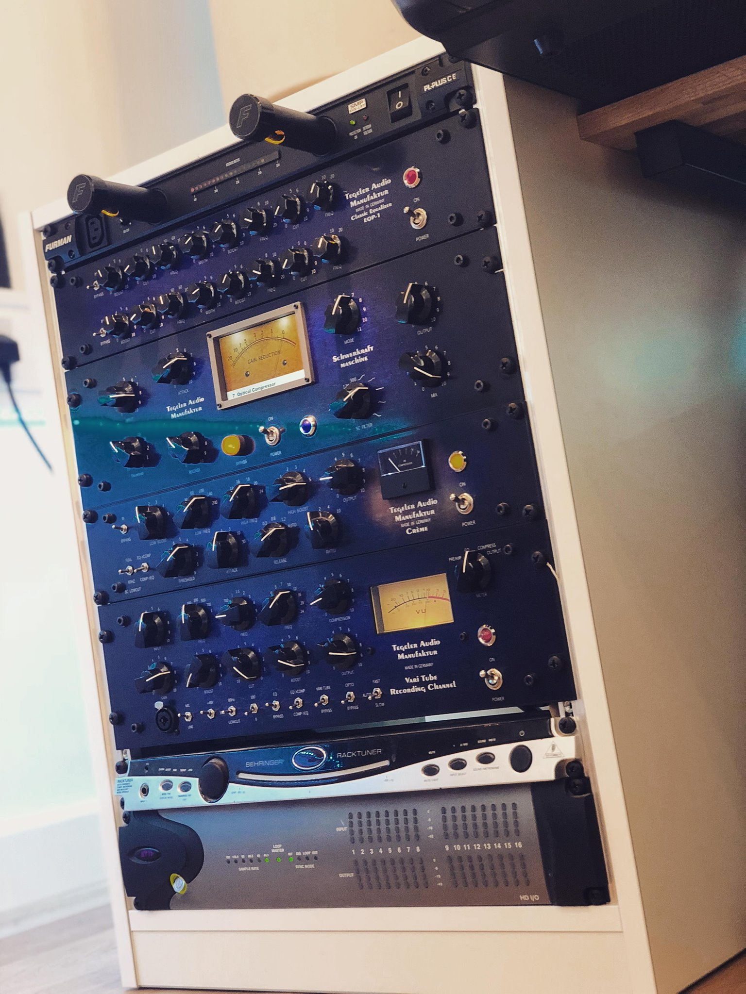 studio rack to face gear upwards