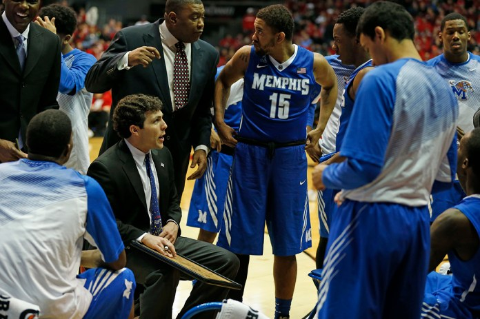 Memphis' head coach Josh Pastner (blue tie) huddles with his team during the second half of their NCAA college basketball game against Cincinnati Sunday, March 8, 2015, in Cincinnati. (AP)