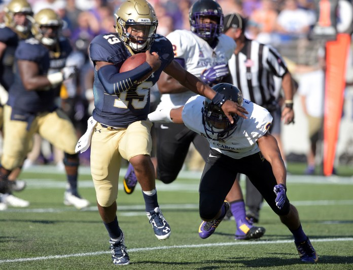 Navy quarterback Keenan Reynolds runs for a long gain during the second quarter against East Carolina during an NCAA college football game Saturday, Sept. 19, 2015, in Annapolis, Maryland.(Paul W. Gillespie/Capital Gazette via AP)