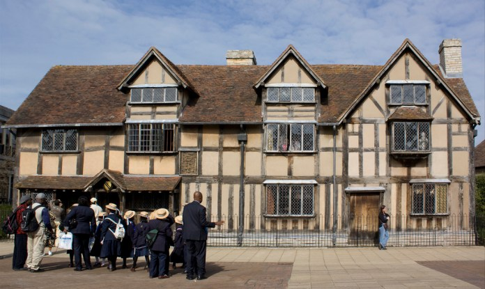 A group of students stand in front of William Shakespeare's birthplacei n Stratford-upon-Avon, England on April 9, 2010. (Lawrence OP/Flickr)