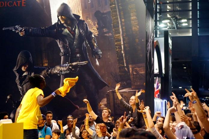 Visitors react at the Paris Games Week, a trade fair for video games in Paris, France, Sunday, Nov. 1, 2015. (AP)