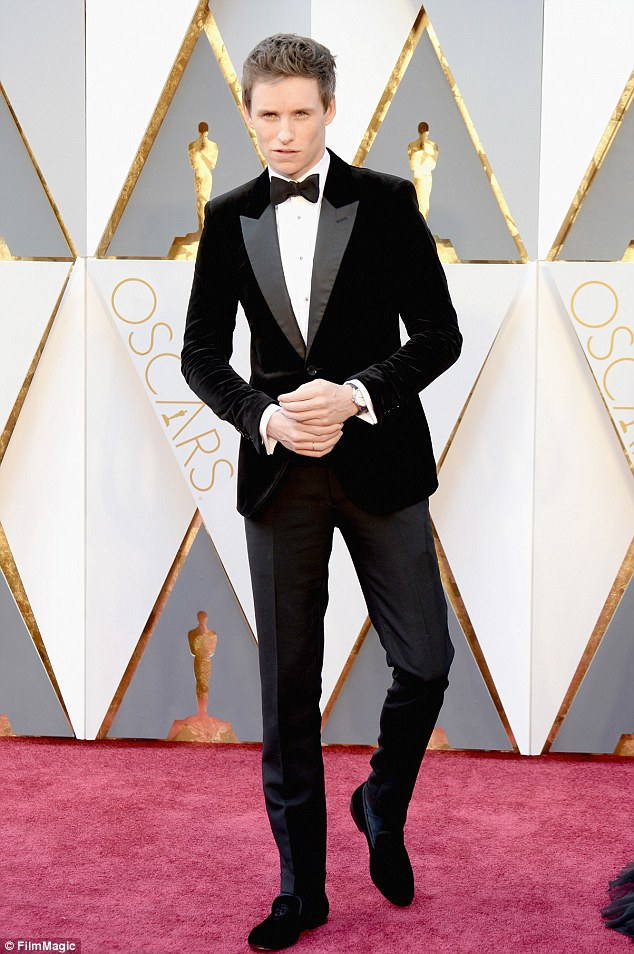 Eddie Redmayne arrives at the Oscars on Sunday, Feb. 28, 2016, at the Dolby Theatre in Los Angeles. (Photo by Jordan Strauss/Invision/AP)