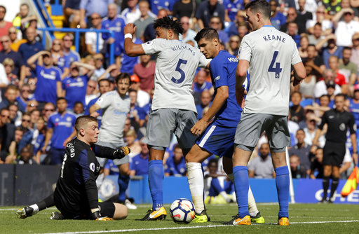 Chelsea's Alvaro Morata, 2nd right, misses a chance to score during the English Premier League soccer match between Chelsea and Everton at Stamford Bridge stadium in London, Sunday, Aug. 27, 2017. (AP Photo/Alastair Grant)